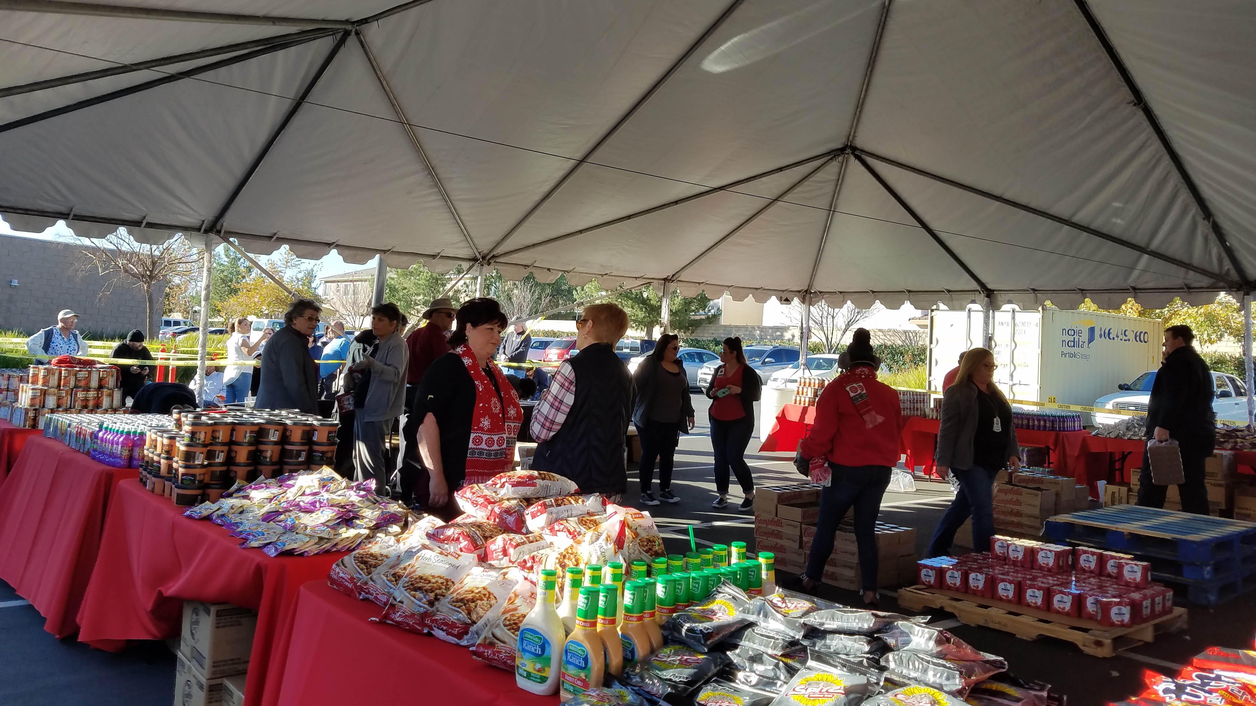 Photo gallery loma linda university health beaumont banning food loma linda university health beaumont banning served the communities of beaumont banning and cherry hill with its annual food drive on friday dec 15 xflitez Image collections