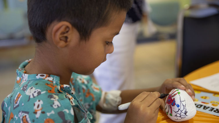 LLUCH patient, Emmanuel De la Paz, 5, of Coachella, enjoyed the painting activity at Fall Into Reading on Sept. 17 in the hospital lobby.