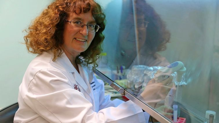 Penelope Duerksen-Hughes conducts research in the lab