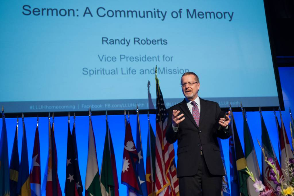 Randy Roberts called alumni to become a community of memory.