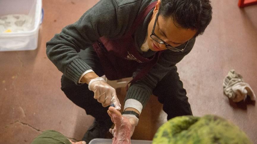 Students, alumni reach hearts of homeless through feet
