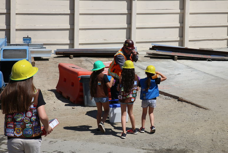 girl scouts chase after construction worker to give him cookies