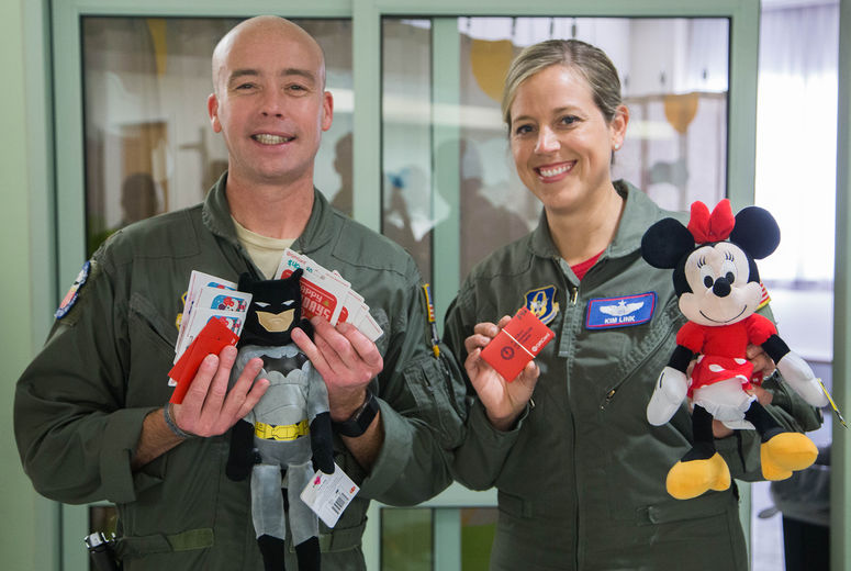 two pilots show off gifts for the kids