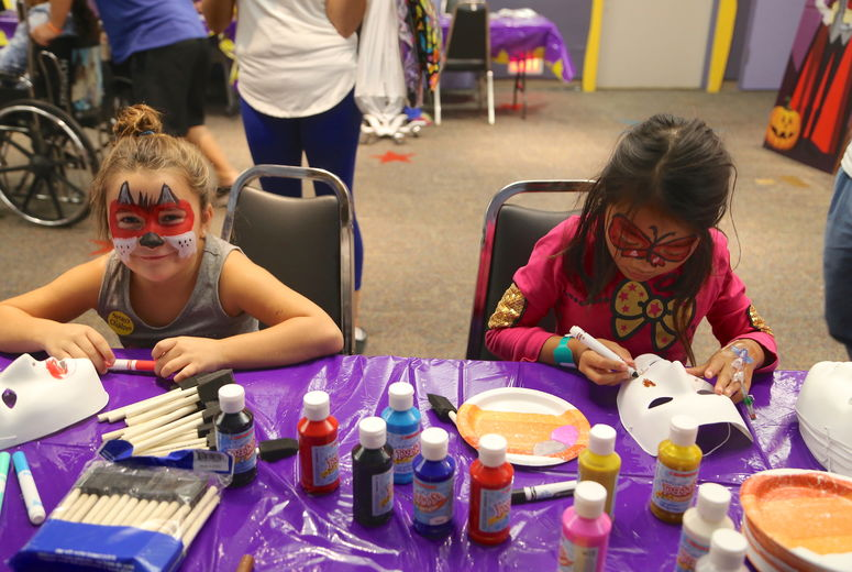 LLUCH patients making masks